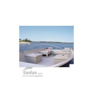 Arco flessibile componibile in Vetroresina rinforzata per il sostegno di teli di copertura di imbarcazioni. Composto da due aste lamellari che si fissano tra loro alla lunghezza desiderata.